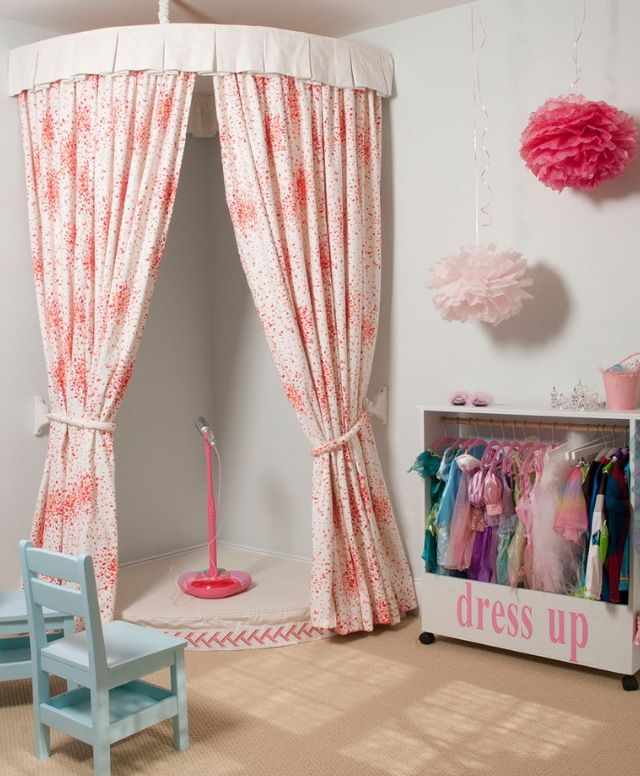 Playroom stage and dress ups... A great idea for a little diva :-)