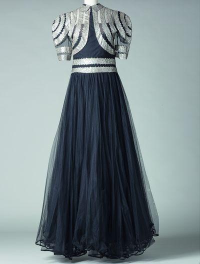 « Scintillante », robe, été 1939 Tulle, crêpe broderies de paillettes Collection Palais Galliera, crédit photo : © Katerina Jebb, 2014