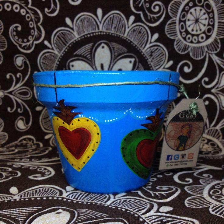 Macetas de barro pintadas a mano con diseños unicos y exclusivos.    www.maceasgday.con
