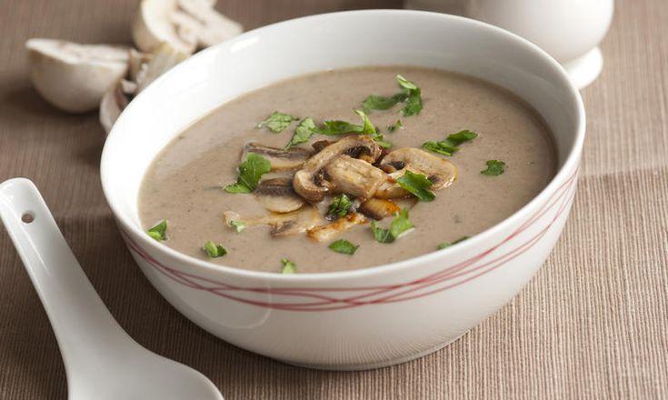 Staročeská houbová polévka s jemnou smetanovou chutí