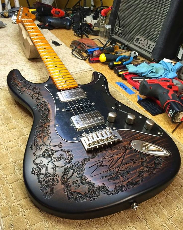 Guitar Fair, Buscando a los mejores constructores de guitarras. Dean Zelinsky…