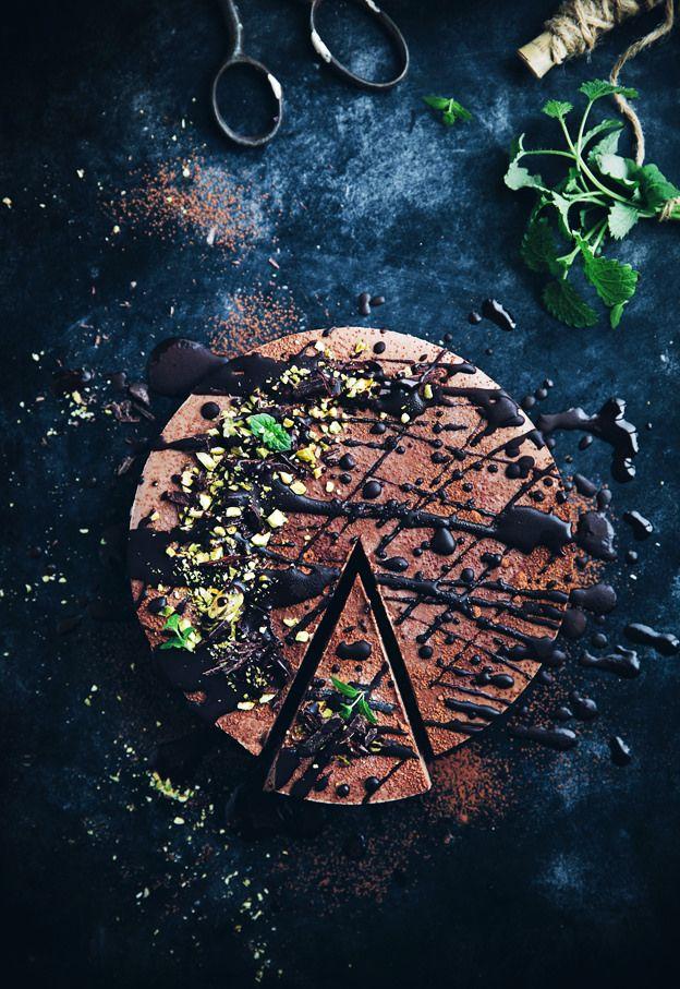 Vegan no bake chocolate mousse cake | Call Me Cupcake