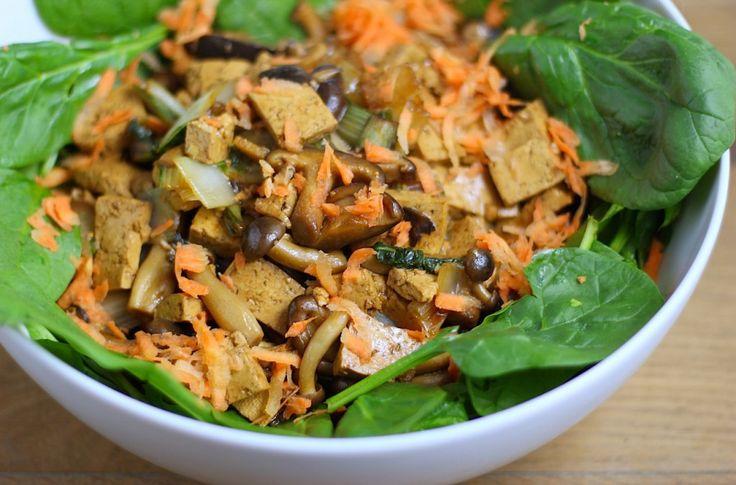 Spinaziesalade met paddenstoelen, paksoi en tofu - Francesca Kookt