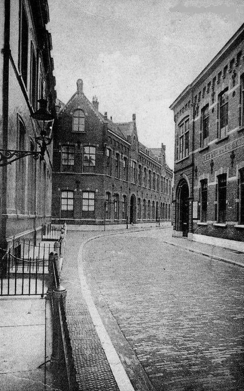 Nieuwstraat. Liefdesgesticht van de zusters Fransciscanessen. 1940-1945