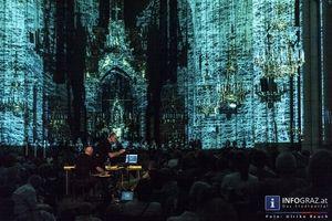 La Strada in der Herz Jesu Kirche   So wurde in der Herz Jesu Kirche in Graz auch noch nie gespielt.  http://www.info-graz.at/la-strada-lastrada-graz-bilder-fotos-festival-sommer-ensemble-figurentheater-strassentheater/overview/33684/15707_la-strada-herz-jesu-kirche-graz-28-7-2013-der-spass-ist-aus-das-spiel-beginnt/