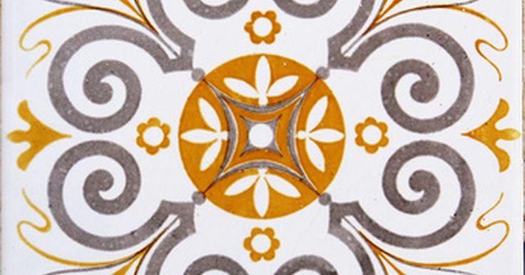 Cómo limpiar una mancha de barniz en el azulejo. El barniz es una laca que crea un acabado o película transparente y dura que es principalmente utilizada para cubrir y proteger la madera. El barniz se encuentra comúnmente en los muebles, pisos y gabinetes de madera. Si es derramado sobre una alfombra o azulejo, puede crear una mancha decolorada. Es fácil remover el barniz mientras aún está ...