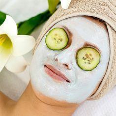DIY-Feuchtigkeitsmaske selber machen mit nur 4 Zutaten - kühlend und erfrischend für gestresste, trockene Haut. www.ihr-wellness-magazin.de