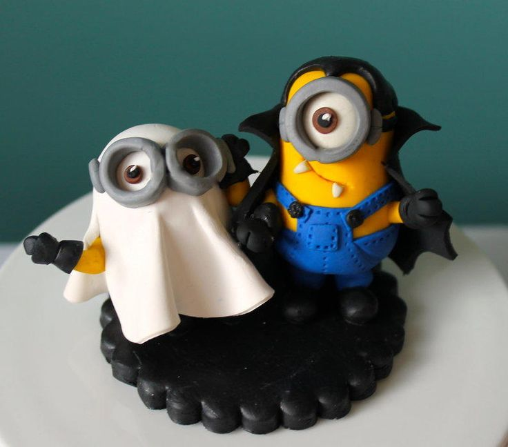 Halloween minions by Zoe's Fancy Cakes, who also has a You Tube channel, check out her fb page! they are fab :)