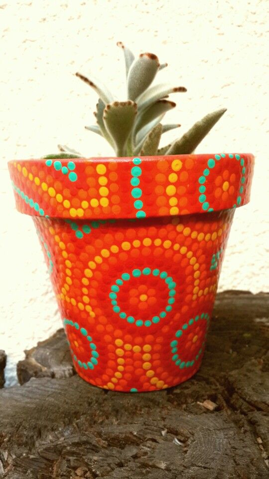 Red hand painted flowerpot. Macetas pintadas a mano. Facebook: A'cha Pots. achapots@hotmail.com