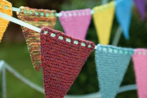 This free knit your own bunting project is perfect for decorating inside or outside for parties, and a great way to use up leftover yarns from the stash.