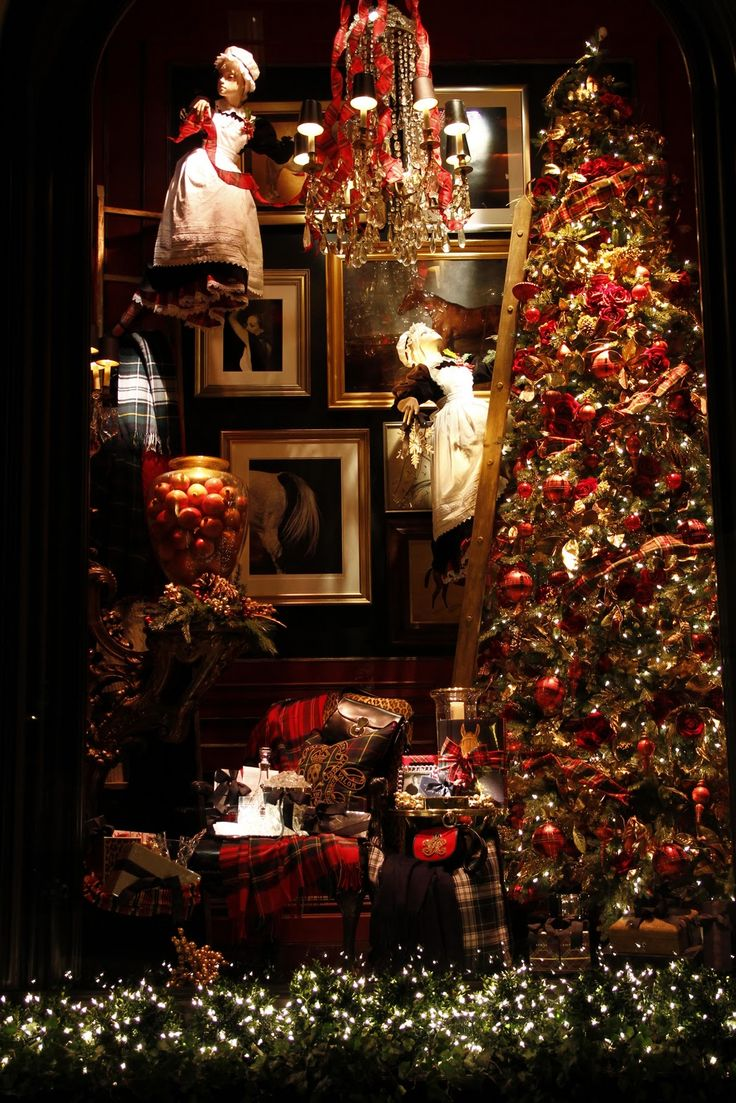 Magnificent Christmas Tartan store window! Very Ralph Lauren.: Ralph Lauren, Christmas Time, Window Displays, Christmas Windows, Lauren Christmas, Christmas Holiday, Merry Christmas, Holiday Windows