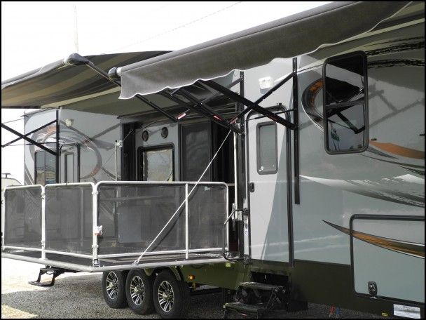 Cyclone 5th Wheel toy Hauler for Sale
