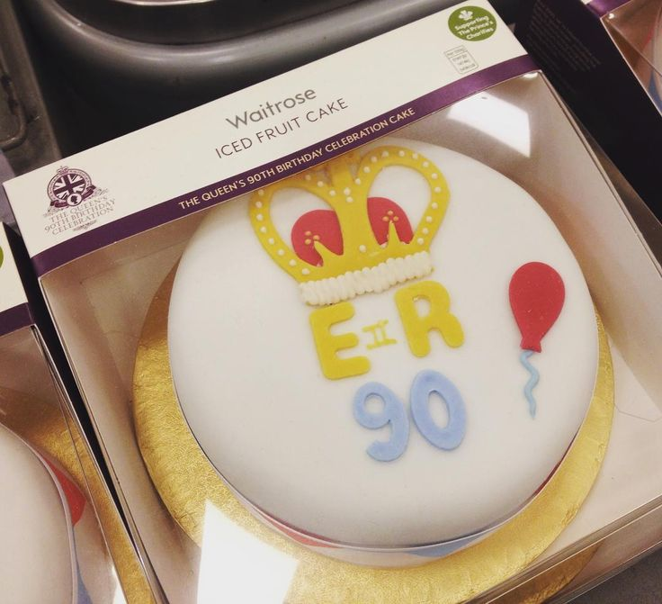 The Queen's 90th Birthday Celebration cake.  #thequeens90thbirthday#thequeens90th#celebrationcake#cake#cakeporn#cakelover#birthdaycake#icedfruitcake#waitrose#food#foodporn#instacake#instafood#supermarket#england#london#canarywharf#isleofdogs#docklands#dessert#女王九十大壽#女王生日#蛋糕##生日蛋糕#英國女王#伊麗莎白二世#londonlife#cakelover by annehogwarts