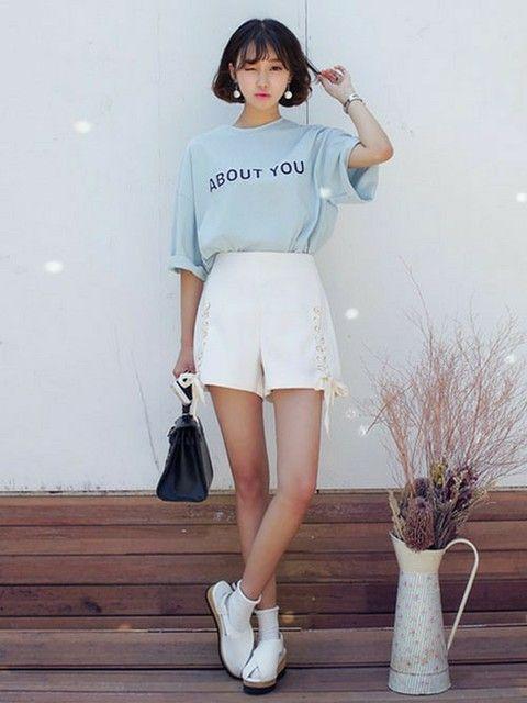 白のショーパンと水色ビッグTシャツのガーリーカジュアル ♡10代のファッション スタイルの参考コーデまとめ♡