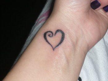 cute broken heart tattoos for girls | ... girls,cute tattoos of heart,girls heart tattoo designs,heart tattoo