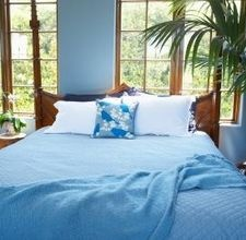 Ideas to Decorate a Bedroom in a Tropical or British Colonial Style [click on photo]