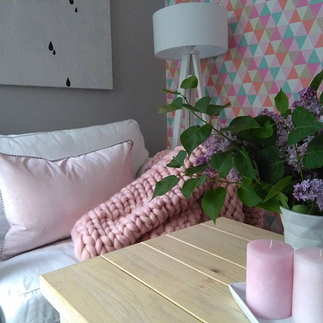 Nasza poszewka w jednym z najmodniejszych kolorów w tym sezonie Rose Quartz/ Our pillowcase in one of the hottest colors this season Rose Quartz .