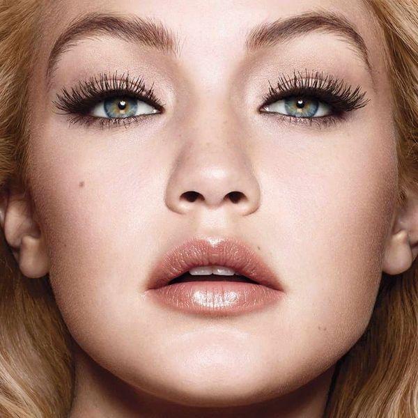 Если глаза считают зеркалом души, то брови, без сомнений, являются их оправой. Узнайте, как с помощью макияжа за минуту превратить тонкие брови в густые и объемные!