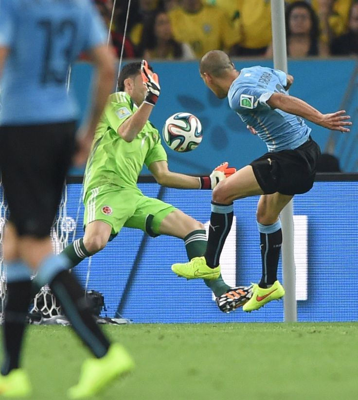 This World Cup Wonder Goal Needs To Be Seen Again And Again - Colombia's goalkeeper David Ospina (L) makes a save during the Round of 16 football match between Colombia and Uruguay at the Maracana Stadium in Rio de Janeiro