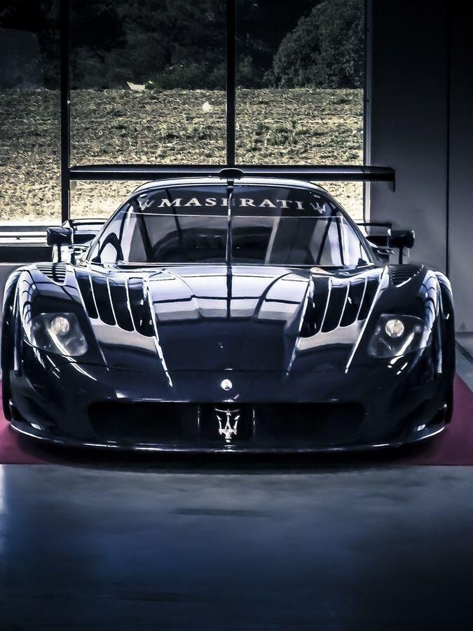 maserati mc12 voitures de luxe pinterest design voitures et italien. Black Bedroom Furniture Sets. Home Design Ideas