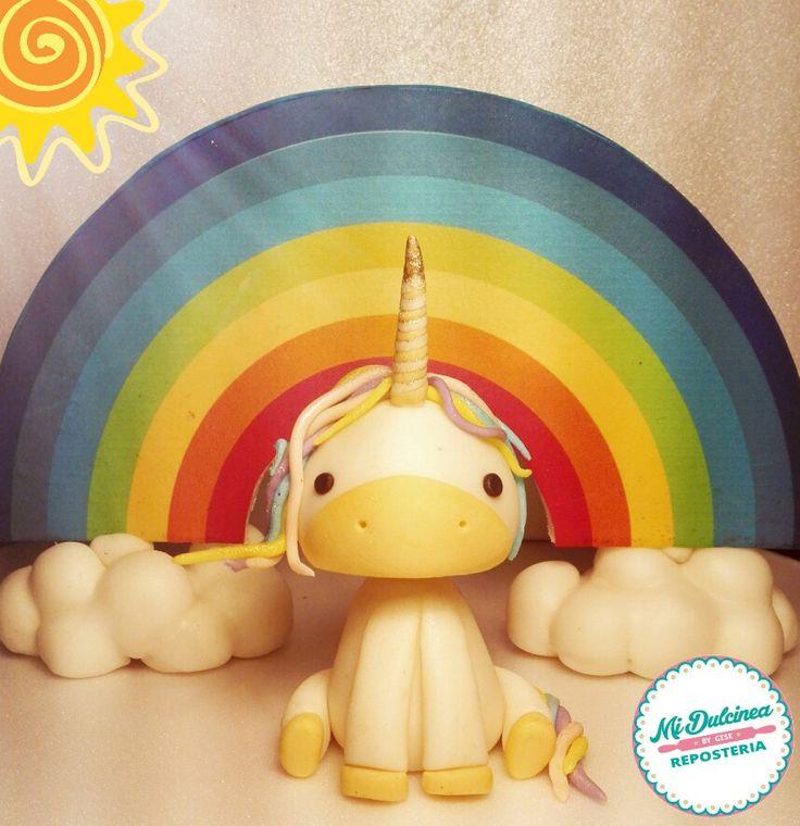 Unicornio modelado con mazapán de leche y fondant.