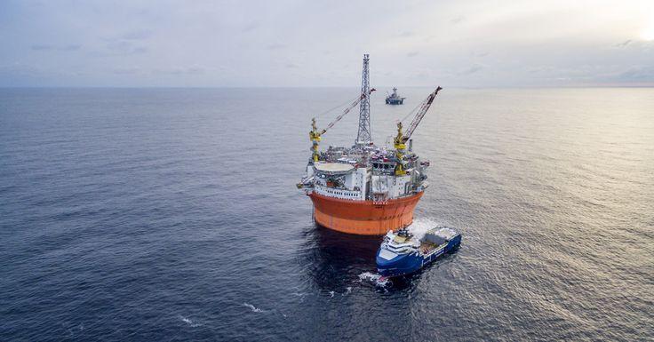Barentsinmerelle annetut luvat rikkovat Pariisin ilmastosopimusta ja perustuslakia, järjestöt sanovat.