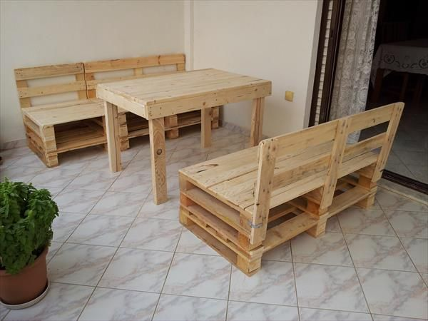 DIY Pallet Table And Chairs | 99 Pallets