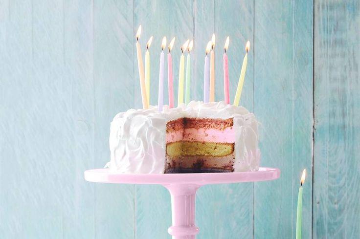 Supertaart voor een kinderfeestje: met alle kleuren én alle smaken van de regenboog - Recept - Rainbowtaart - Allerhande