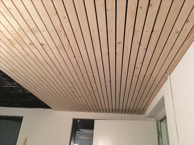 25 beste idee n over houten latten op pinterest houten On plafond houten latten