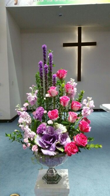 What a beautiful arrangement.Feast for the eyes.