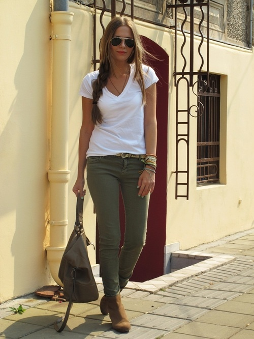 olive skinnies, white tee.... i love the effortless style!!!