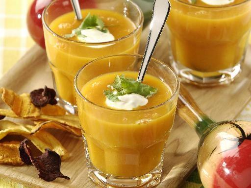 poivre, lait de coco, crême fraîche, pomme de terre, oignon jaune, cube de bouillon, curry, feuille de coriandre, sel, carotte