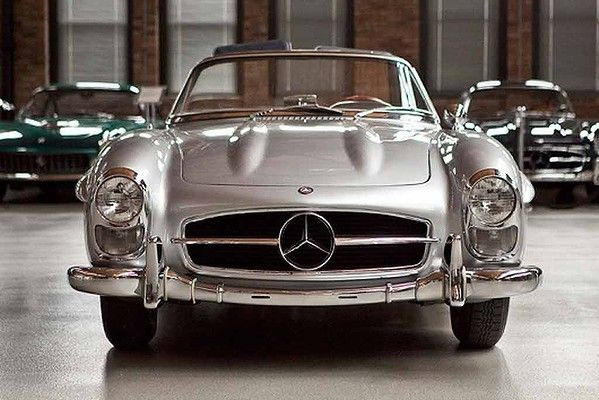 1957 Mercedes-Benz 300SL Roadster Mercedes-Benz introduced a Roadster version of the 300SL at the 1957 Geneva Motor Show. The ini...
