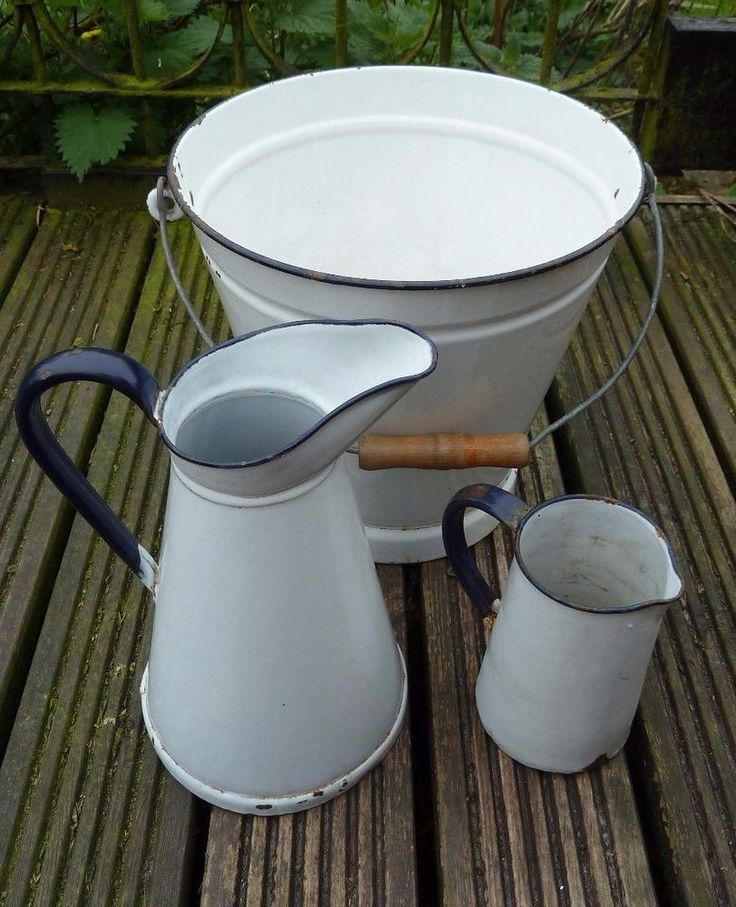 VINTAGE ENAMEL JUGS & BUCKET SET - FRENCH STYLE - RETRO RUSTIC FARMHOUSE
