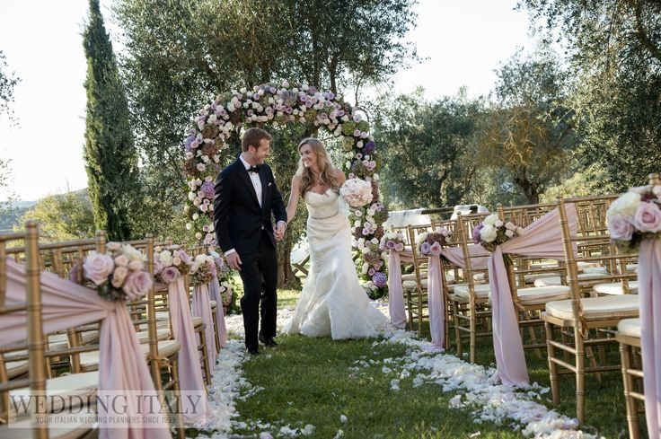 #CastelloDiModanella #PhCarloCarletti #WeddingProcession #Petals #BouquetsForChairs #WeddingArch