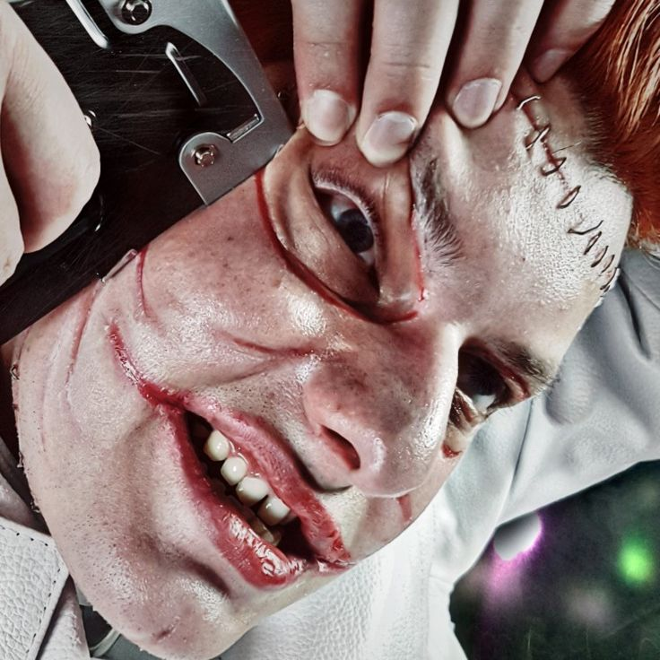 Uhhgg aahhg... Have a look! Jerome Valeska (Cameron Monaghan) Cosplay - Makeup inspired by Mike Maddi #JeromeValeska #jeromevaleskacosplay #jeromecosplay #jeromevaleskamakeup #gothamcosplay #gotham #gothamtv #Gothamonfox #joker #thejoker #jokercosplay #cameronmonaghan #staples #faceoff #sfxmakeup #makeup #crazy #psycho #batman #dccomics #dccosplay #photoshoot #picoftheday #arkham #arkhamasylum