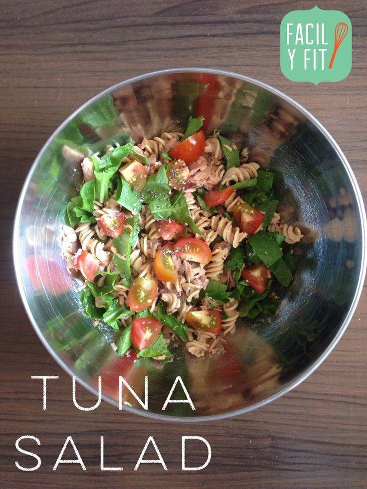 Probá esta ensalada con un toque extra de proteína! Quinoa!   Ingredientes Fideos de quinoa ( quinoa o fideos integrales) Cebolla roja Tomates Rucula  1 lata de atún Condimentar a gusto!! Buen provecho!!