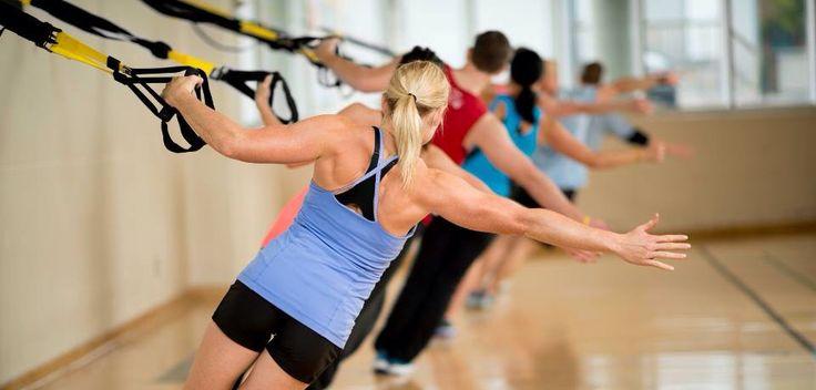 Korte, explosieve intervaltrainingen zijn momenteel razend populair! Geen eindeloos lange trainingssessies meer op de cardiomachines, maar korte, krachtige workouts.   Een hoog-intensieve intervaltraining is een relatief korte training, waarbij korte momenten van maximale inspanning worden afgewisseld met korte momenten van rust. Er worden uitstekende resultaten mee behaald.  de TRX training is hiervan een heel goed voorbeeld!! Ik verzeker je, je zal spierpijn hebben :P