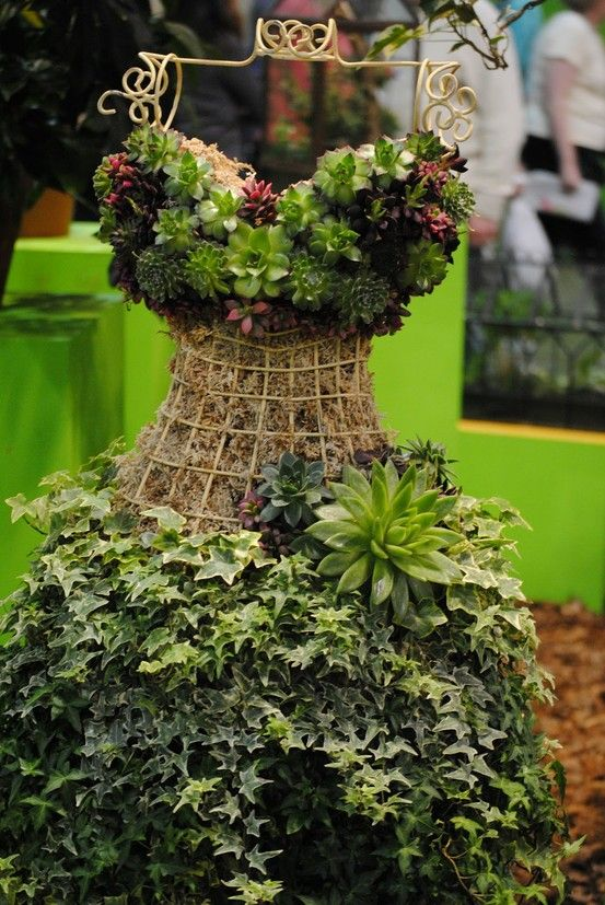wouldn't this look fabulous in my garden? Eight DIY garden projects using mannequins | The Mannequin Madness