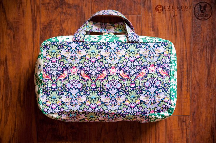 Travel cosmetic case tutorial -Very pretty and good instructions and has zippered pockets