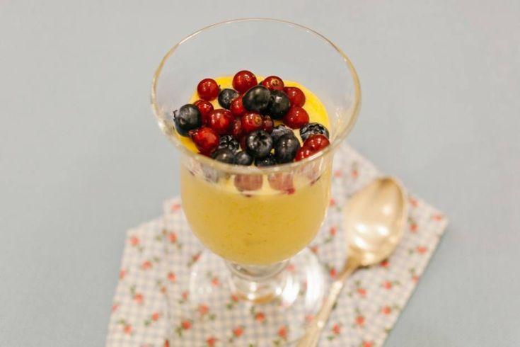 Frozen de manga com frutas vermelhas