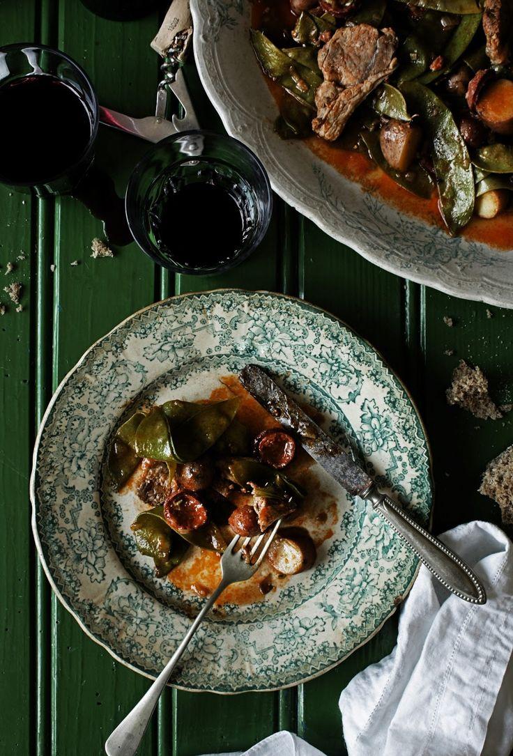 Pratos e Travessas: Ervilhas de quebrar com borrego, hortelã e batatas novas # Snow peas with lamb, mint and new potatoes | Food, photography and stories