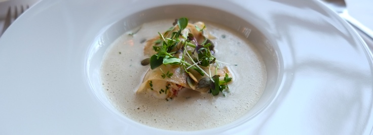 Pot au Feu af hummer og blåmusling med krondild på Restaurant Varna