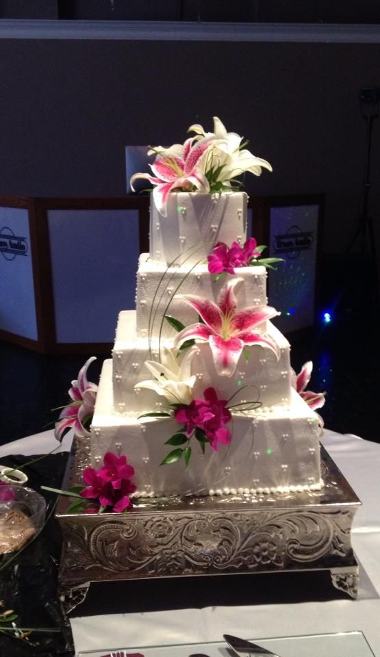 wedding cake with tiger lilies 17 best ideas about stargazer lilies on tiger 26974