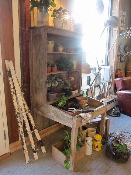 plantebord med hyller