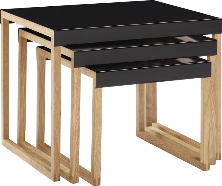 Kilo settebord i sort. Fåes i flere farger. Dimensjoner: Small: W34 x H30 x L42cm. Medium: W42 x H35 x L42cm. Large: W50 x H40 x L42cm. Kr. 1015,-
