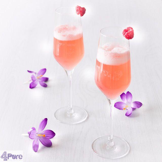 Lente cocktail: Deze heerlijke cocktail past toch wel bij het begin van de lente. Met heerlijke frambozen, gin en prosecco.