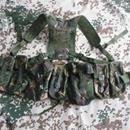 Nosný systém Dpm org. britská armáda: Obsahuje : 1x opasek Plce (vel.M) 1x Yoko kšandy, 2x Pouch Utility 5x Pouch Ammo 1x bederní výstuha Celý nosný systém je nový (lze nakombinovat sumkami např. velká sumka, radio sumka, pistol holster aj), opasek Plce je použitý.https://s3.eu-central-1.amazonaws.com/data.huntingbazar.com/4475-nosny-system-dpm-org-britska-armada-pistole.jpg