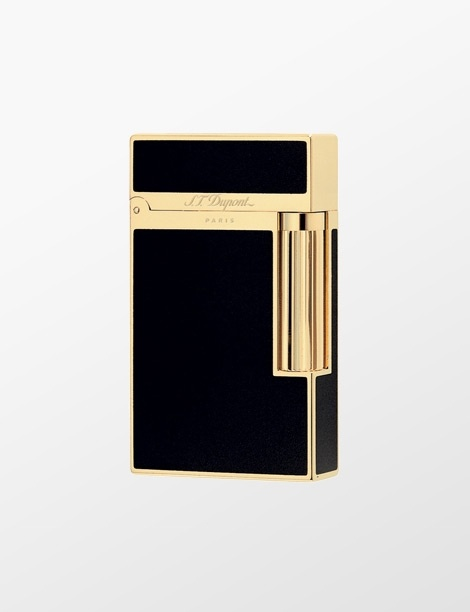 S.T. Dupont Black Chinese Lacquer and Gold Çakmak / Lighter   http://alwaysfashion.com/p/1676/st-dupont-black-chinese-lacquer-and-gold-cakmak-016884/1708
