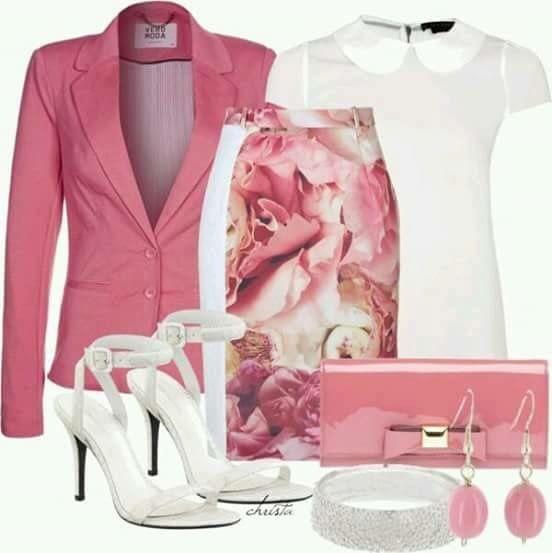 Blazer rosa com saia Florida e camisa branca! Com um salto pra lá de lindo